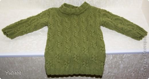 """Здравствуйте! За последнее время связала сынишке три свитерочка. Вот они. Все модели взяты из журнала """"Сабрина. Вязание для детей"""". Если кто-то заинтересуется, поделюсь схемами обязательно  Это наш любимый оливковый пуловер из мериносовой шерсти фото 1"""