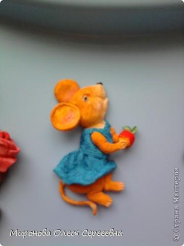 это медведь с розой. у розы нет листьев но потом я сделала оформила в рамку из теста и к рамки добавила еще розы,его мой муж на новый год подорил колеги по работе.К сожелению в готовом виде фото нет,забыле сфоткать. фото 3
