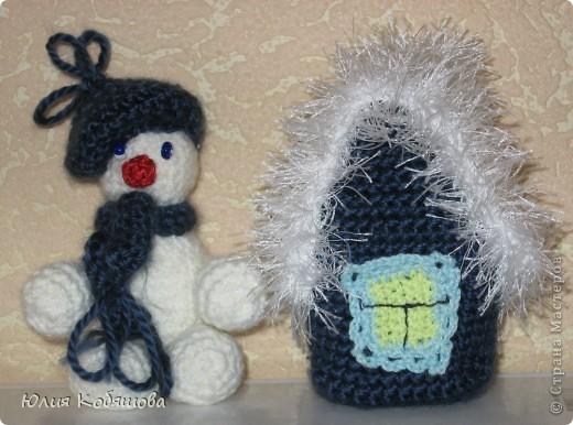 Домик и снеговик.