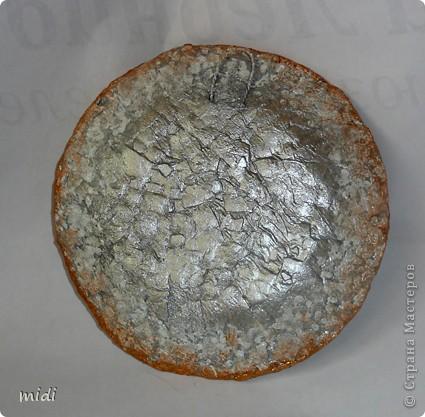 Основа тарелка из папье-маше, сверху салфеточка, дорисовка акриловыми контурами, краской, с оборота яичная скорлупа фото 2