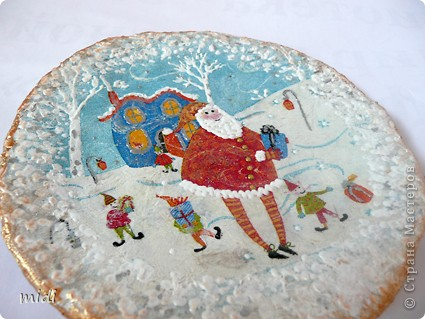 Основа тарелка из папье-маше, сверху салфеточка, дорисовка акриловыми контурами, краской, с оборота яичная скорлупа фото 3