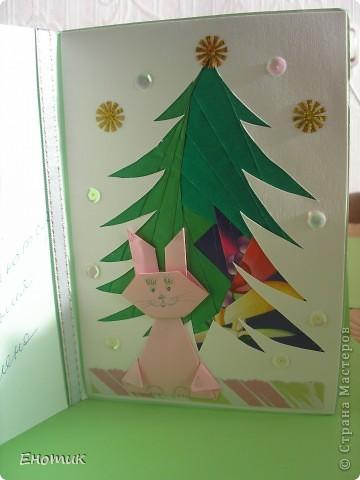 Здравствуйте! Хвастаюсь еще двумя подарочками! После новогодних праздников, проведенных в родном Запорожье, 9 января мы вернулись в Киев. Абсолютно не ожидая найти ничего интересного в почтовом ящике, я открыла его только для того, чтобы освободить от накопившейся рекламы. И... О, чудо! Среди ненужных бумажек у меня в руках оказались ДВА ИЗВЕЩЕНИЯ о получении посылки. Точнее, их было даже три: в мое отсутствие об одной из посылочек сообщали дважды. Первая мысль, которая пришла, точнее, ворвалась, в голову: бежать на почту! Но... Часы показывали 7.30--рановато. Да и календарь упорно напоминал, что сегодня воскресенье. ))) Оставалось ждать. В понедельник сразу после работы я зашла на почтовое отделение и забрала коробку и пакет. Они дождались меня, ура! Неся подарки, старалась идти чинно и спокойно, но, кажется, я все-таки подпрыгивала от радости! Прям как в детстве! фото 9
