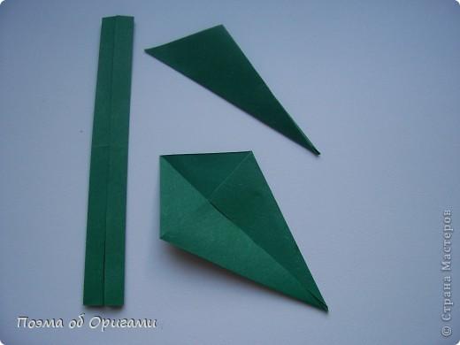 Эта ваза – модель знаменитого слепого оригамиста – Сабуро Казе. Ромашку придумал не менее известный автор – Сергей Афонькин. И цветок и ваза сложены из квадратов одной величины. Дополнительно понадобится еще один зеленый квадрат для стебля. Таким образом, для одной поделки потребуется три квадрата 20х20см. фото 37