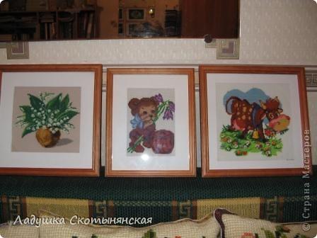 Галерея вышитых картин и подушек. Все они выполнены моей мамой. Подушки вышиты из готовых наборов производства Бельгии. В наборе положена крупная канва из сизаля (на ней уже накрашен рисунок)  и синтетические нитки, достаточно толстые.  фото 3