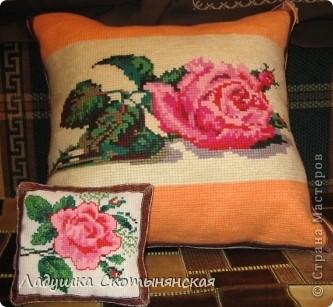 Это две подушки. Большая  для романтичных дам и игольница для рукодельниц. фото 1