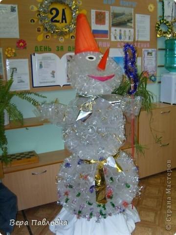 Снеговик из одноразовых стаканчиков фото 2