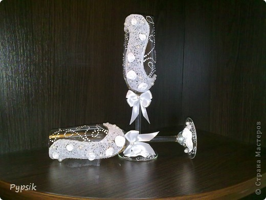 Знакомые попросили сделать бокалы на свадьбу- приложение к подарку. И вот, что у меня получилось... фото 4