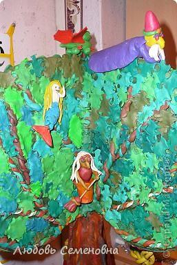 У лукоморья дуб зелёный; Златая цепь на дубе том: И днём и ночью кот учёный Всё ходит по цепи кругом; фото 2