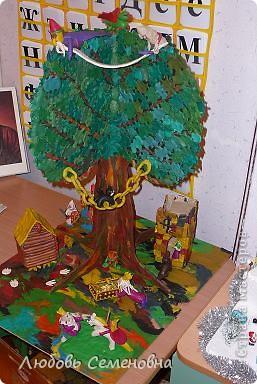 У лукоморья дуб зелёный; Златая цепь на дубе том: И днём и ночью кот учёный Всё ходит по цепи кругом; фото 7