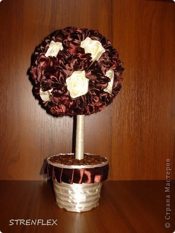 Дерево из лент ♥Zima♥ (http://stranamasterov.ru/user/16141) вдохновило меня на подарок моей коллеге юбилярше(50 лет). Я долго не могла придумать, что ей подарить. Но спасибо Стране и ее мастерам за идеи. фото 15