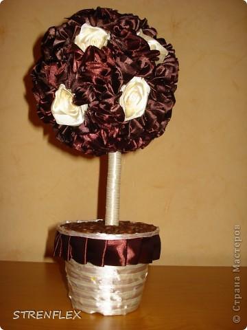 Дерево из лент ♥Zima♥ (http://stranamasterov.ru/user/16141) вдохновило меня на подарок моей коллеге юбилярше(50 лет). Я долго не могла придумать, что ей подарить. Но спасибо Стране и ее мастерам за идеи. фото 16