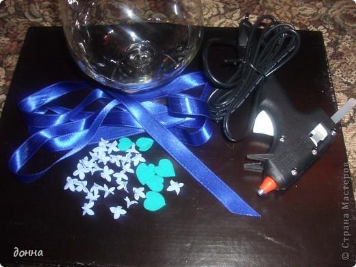 Приветствую всех мастериц! Очень хотелось поделиться умением украсить большой бокал для подарка.Это моя первая работа в этом направлении... фото 2