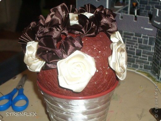 Дерево из лент ♥Zima♥ (http://stranamasterov.ru/user/16141) вдохновило меня на подарок моей коллеге юбилярше(50 лет). Я долго не могла придумать, что ей подарить. Но спасибо Стране и ее мастерам за идеи. фото 8