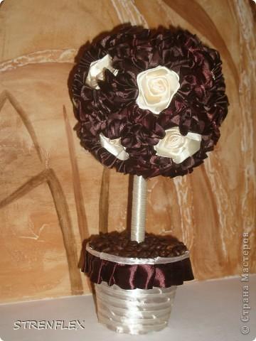 Дерево из лент ♥Zima♥ (http://stranamasterov.ru/user/16141) вдохновило меня на подарок моей коллеге юбилярше(50 лет). Я долго не могла придумать, что ей подарить. Но спасибо Стране и ее мастерам за идеи. фото 14