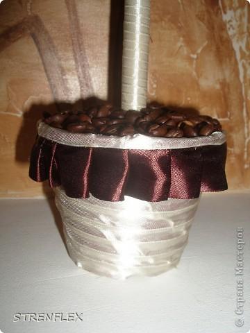 Дерево из лент ♥Zima♥ (http://stranamasterov.ru/user/16141) вдохновило меня на подарок моей коллеге юбилярше(50 лет). Я долго не могла придумать, что ей подарить. Но спасибо Стране и ее мастерам за идеи. фото 12
