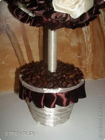 Дерево из лент ♥Zima♥ (http://stranamasterov.ru/user/16141) вдохновило меня на подарок моей коллеге юбилярше(50 лет). Я долго не могла придумать, что ей подарить. Но спасибо Стране и ее мастерам за идеи. фото 13