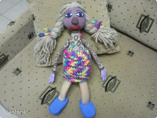 Настольная кукла. С ней работают на столе-держат за 2 держателя,укреплённых сзади(на следующем фото). фото 1