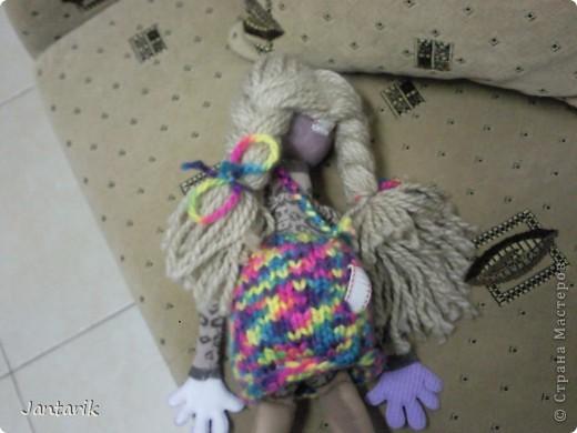 Настольная кукла. С ней работают на столе-держат за 2 держателя,укреплённых сзади(на следующем фото). фото 2