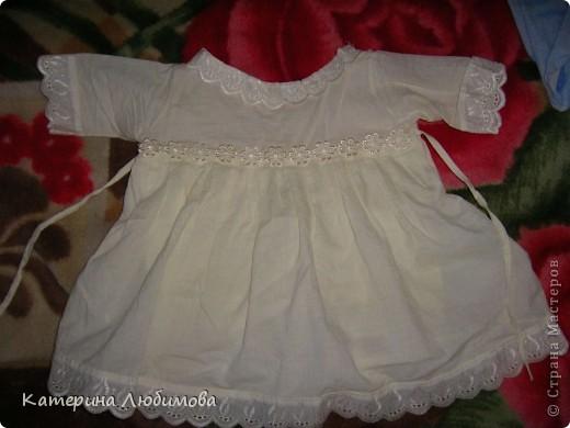 В августе 2010 года моей дочери исполнился один год,  и наконец-то, мы собрались ее окрестить. Так-как крёстная мама шить не умеет (это моя сестра, учится в школе), я решила сшить всё сама: нарядное платье для службы, крестильную рубашку и полотенце. фото 2