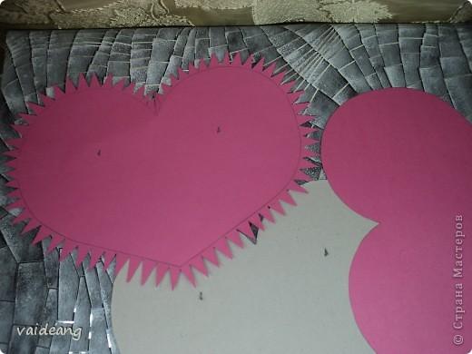 Вот пришла идея сделать из роз валентинку.МК на розы я уже выкладывала.Вам понадобиться:бумага А4-15-18 листов ,узкая тесьма  или лента 45 см,нитка   в два сложения ,картон плотный,клей  и нож канцелярский. фото 4