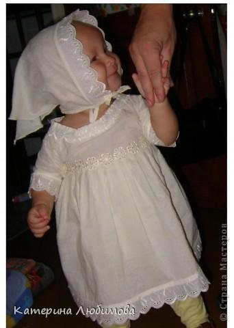 В августе 2010 года моей дочери исполнился один год,  и наконец-то, мы собрались ее окрестить. Так-как крёстная мама шить не умеет (это моя сестра, учится в школе), я решила сшить всё сама: нарядное платье для службы, крестильную рубашку и полотенце. фото 5