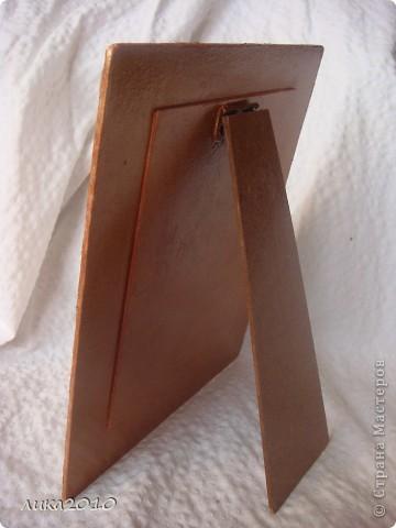 Снова подарочек и снова для девушки сына. Рамочка для романтической фотки влюбленной пары. Но фотка будет другая, ими выбранная, а я для фотосессии вставила то, что у меня было. фото 3