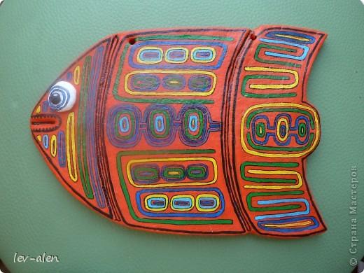 Продолжение темы рыбок-стран. Вдохновением для этой рыбки послужило народное творчество панамского племени индейцев Куна.  фото 1