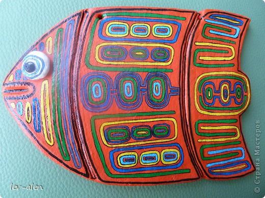 Продолжение темы рыбок-стран. Вдохновением для этой рыбки послужило народное творчество панамского племени индейцев Куна.  фото 4