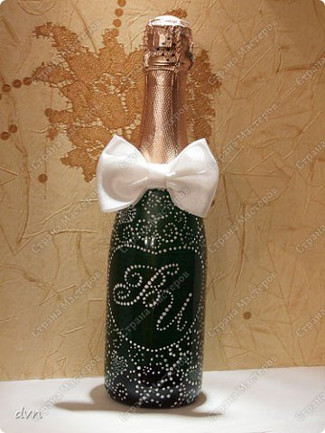 Vasil Dziashkouski hand made. Первый блин по росписи бутылочек. Такие маленькие бутылочки шампанского пойдут в качестве призов на свадьбе. фото 1