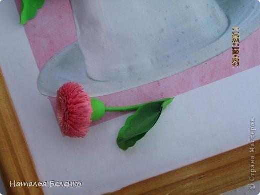 Здравствуйте, уважаемые жители Страны!!!Представляю вашему вниманию скромный букетик маргариток. Размер работы 18*24 см. Первую фотку делала на улице, у нас идет мелкий снежок и на картинке видны следы от снежинок. фото 9