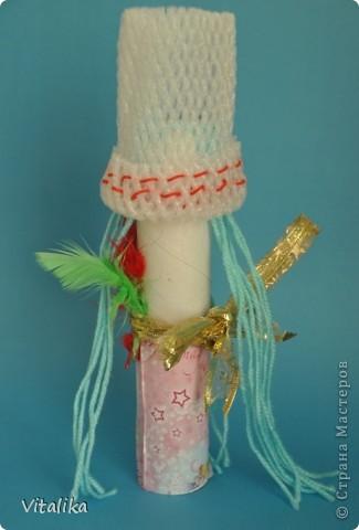 Вот такие красавицы у нас получились из трубочек от бумажных полотенец и упаковки от яблок. фото 2