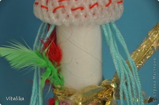Вот такие красавицы у нас получились из трубочек от бумажных полотенец и упаковки от яблок. фото 3