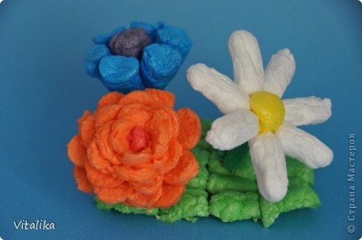 Вот такие красавицы у нас получились из трубочек от бумажных полотенец и упаковки от яблок. фото 7