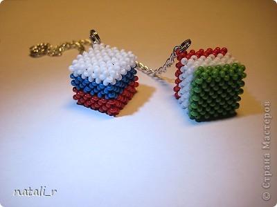Ну очень понравилось делать различные брелочки из бисера, а точнее кубики. Вот сплела для сестры и ее супруга, которые  живут в Италии. фото 3