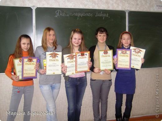 """Каждый год среди учениц 6-х классов провожу конкурс """"Мисс-технология"""". Обычно в номинации """"Мисс-рукодельница"""" девчонки изготавливают куклу http://stranamasterov.ru/node/54424 ,  но в этом году мы не удержались..... и сшили кроликов! Я думаю, что получилось неплохо!!! фото 3"""