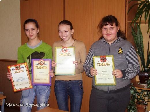 """Каждый год среди учениц 6-х классов провожу конкурс """"Мисс-технология"""". Обычно в номинации """"Мисс-рукодельница"""" девчонки изготавливают куклу http://stranamasterov.ru/node/54424 ,  но в этом году мы не удержались..... и сшили кроликов! Я думаю, что получилось неплохо!!! фото 4"""
