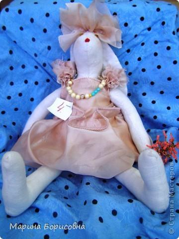 """Каждый год среди учениц 6-х классов провожу конкурс """"Мисс-технология"""". Обычно в номинации """"Мисс-рукодельница"""" девчонки изготавливают куклу http://stranamasterov.ru/node/54424 ,  но в этом году мы не удержались..... и сшили кроликов! Я думаю, что получилось неплохо!!! фото 6"""