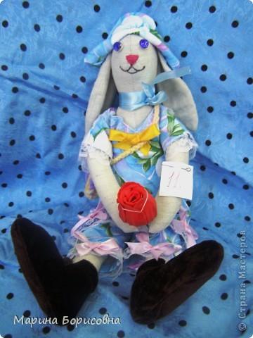 """Каждый год среди учениц 6-х классов провожу конкурс """"Мисс-технология"""". Обычно в номинации """"Мисс-рукодельница"""" девчонки изготавливают куклу http://stranamasterov.ru/node/54424 ,  но в этом году мы не удержались..... и сшили кроликов! Я думаю, что получилось неплохо!!! фото 18"""