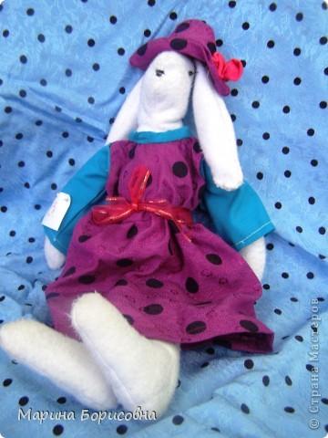 """Каждый год среди учениц 6-х классов провожу конкурс """"Мисс-технология"""". Обычно в номинации """"Мисс-рукодельница"""" девчонки изготавливают куклу http://stranamasterov.ru/node/54424 ,  но в этом году мы не удержались..... и сшили кроликов! Я думаю, что получилось неплохо!!! фото 19"""