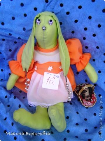 """Каждый год среди учениц 6-х классов провожу конкурс """"Мисс-технология"""". Обычно в номинации """"Мисс-рукодельница"""" девчонки изготавливают куклу http://stranamasterov.ru/node/54424 ,  но в этом году мы не удержались..... и сшили кроликов! Я думаю, что получилось неплохо!!! фото 21"""
