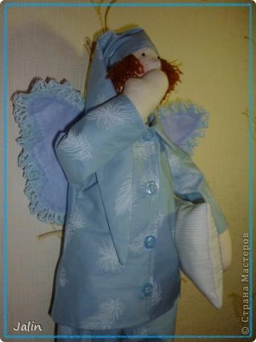 Вот такой Ангелочек у меня родился ко дню Крещения маленького мальчика Гоши.   Ангелок точно брат-близнец пошитого мною ранее Емельяна (уж очень мне нравится эта ткань для Сплюш)  Теперь этот Ангелок будет охранять сны малыша ) фото 5