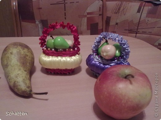 Вот  такие корзиночки очень захотелось сделать. Фрукты покупные, хотели с детьми панно делать, да в корзинках им удобней. фото 2