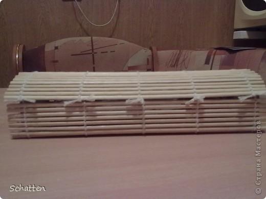 Была бамбуковая салфетка, коротенькая правда, решила попробовать. Поделочка, правда, недекорирована, думаю, как лучше это сделать. фото 1
