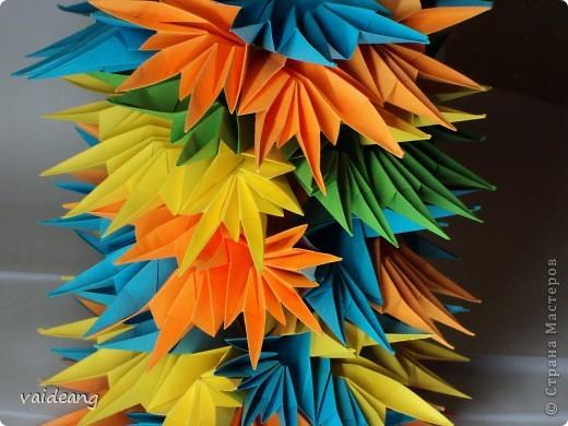 Абстрактная башня из листьев -это просто эксперимент. фото 2