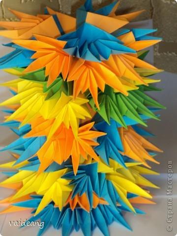 Абстрактная башня из листьев -это просто эксперимент. фото 1