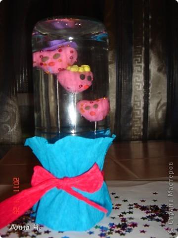 Как всегда 3 сердечка: папа, мама, Сашуля (2,7). Теперь они плавают у нас в банке. Идею взяла в блоге Анат, она делала великолепного осминога. Спасибо. Только пластилин взяла аква, чтоб сам плавал. фото 1