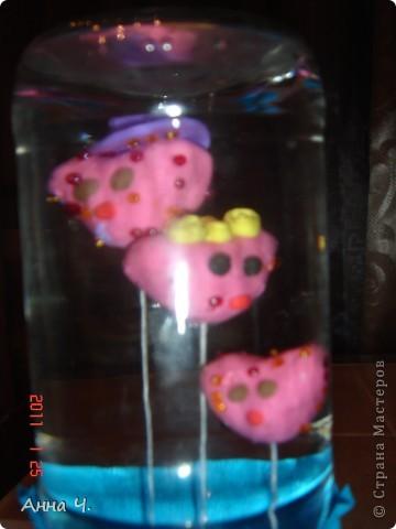 Как всегда 3 сердечка: папа, мама, Сашуля (2,7). Теперь они плавают у нас в банке. Идею взяла в блоге Анат, она делала великолепного осминога. Спасибо. Только пластилин взяла аква, чтоб сам плавал. фото 3