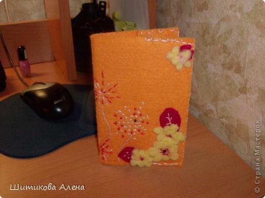 Вот в такой у меня обложке паспорт!!Она сделана из фетра.. Цветочки валяные. фото 1