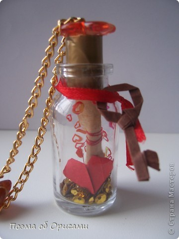 Послание в бутылке – это кулон и уникальное послание любви, созданное вначале вашим сердцем, а после, вашими руками. Эта работа предполагает широкий диапазон различных вариантов, а кроме того, не требует много времени.  фото 1