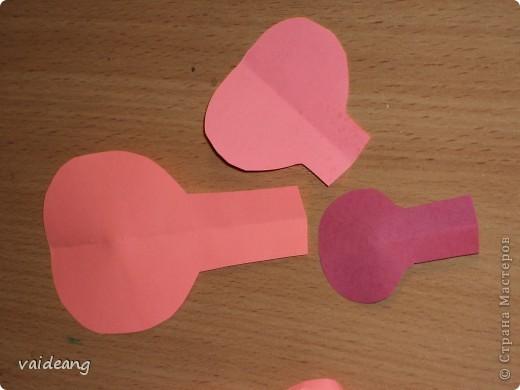 Оформила лепестками  бумажных цветов. фото 4